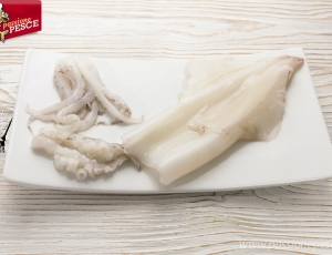 Calamari e totani puliti