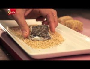 Bocconcini di Baccalà al sesamo su letto di pera cotogna al mandarino