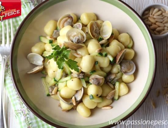Gnocchetti alle vongole con zucchine alla bisque di granchio