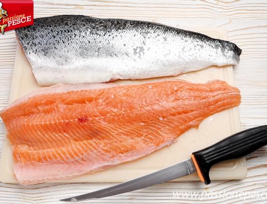 Come sfilettare il salmone